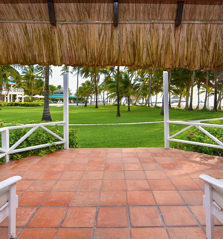 Patio overlooking grounds at Victoria House Resort and Spa