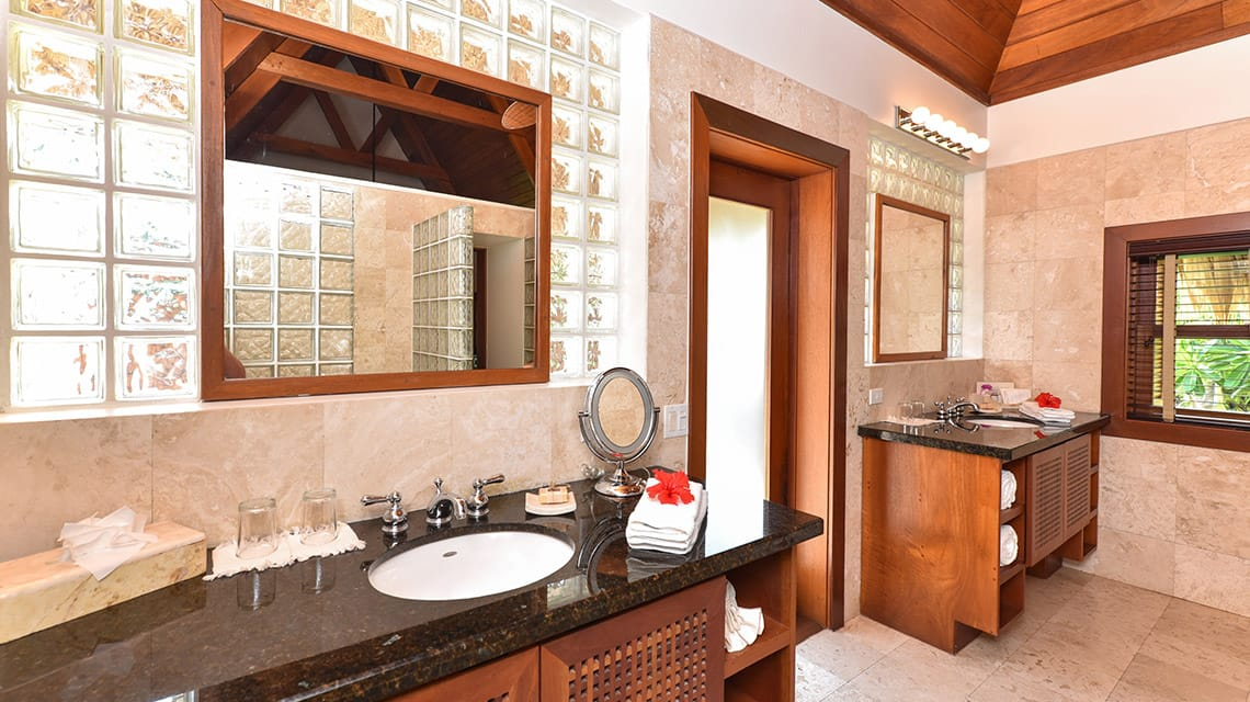Bathroom in Luxury Villa at Victoria House Resort and Spa, Belize