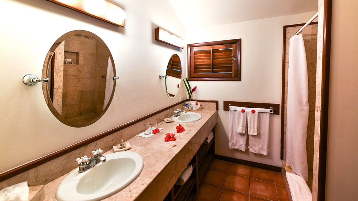 Bathroom in State Room at Victoria House Resort and Spa
