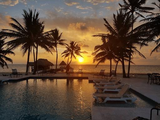 Sunrise Victoria House pool